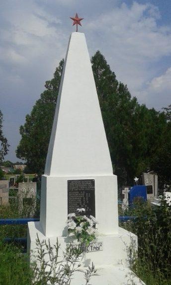 п. Широчанка Ейского р-на. Памятник на кладбище, установленный на братской могиле советских воинов.