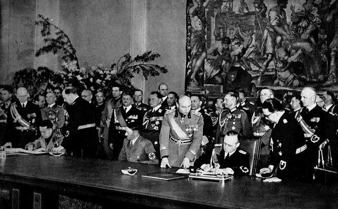 Галеаццо Чиано, Адольф Гитлер и Иоахим фон Риббентроп на подписании «Стального пакта». Берлин, 22 мая 1939 г.