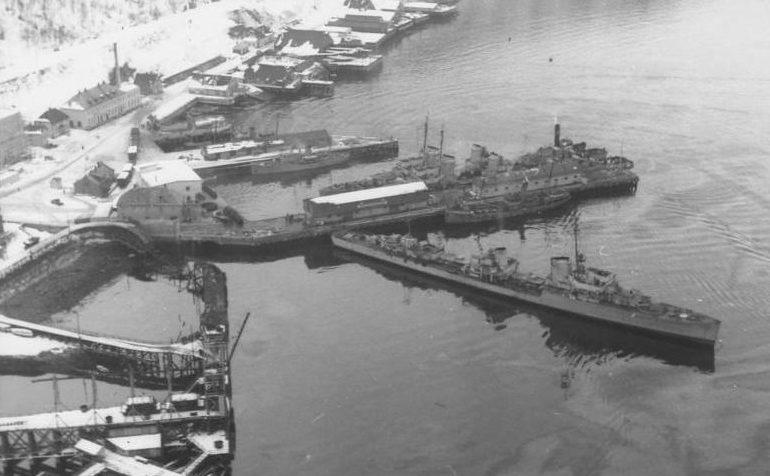 Немецкие эсминцы в норвежском порту Нарвик. 1940 год.