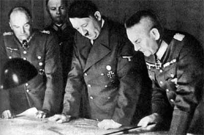 В. Браухич, А. Гитлер и Ф.Гальдер. 1939 г.