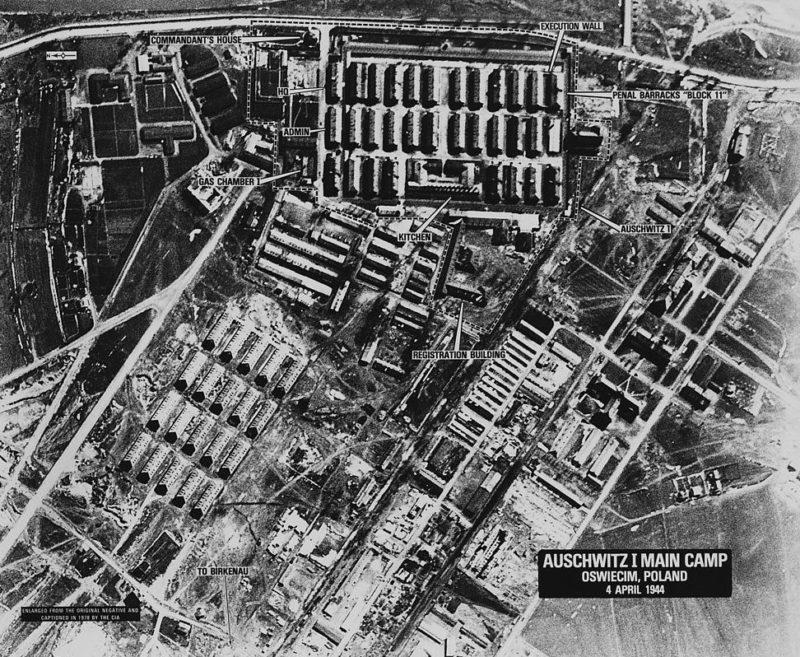 Вид лагеря «Аушвиц I» с воздуха в 1944 году.