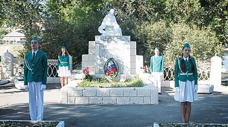 х. Большой Лог Аксайского р-на. Памятник воинам, павшим в годы войны.