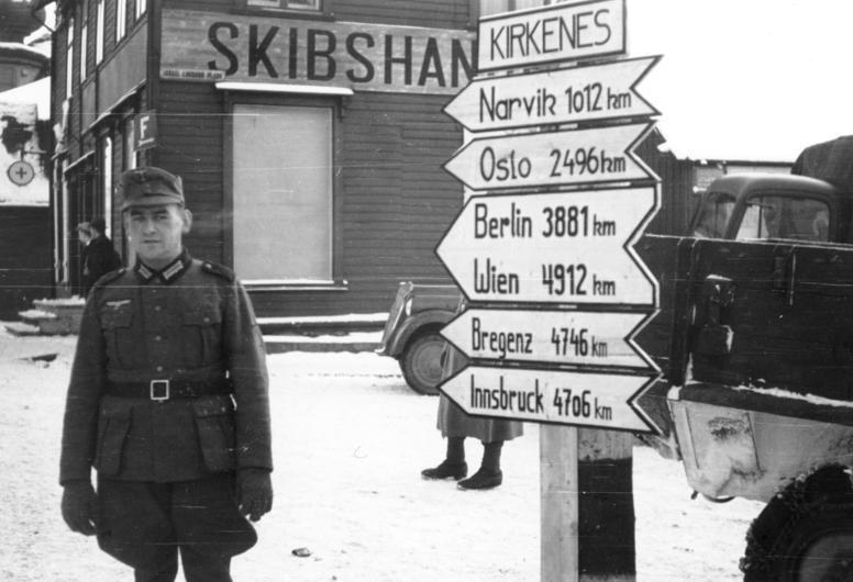 Немецкий солдат в Киркенесе. 1941 г.
