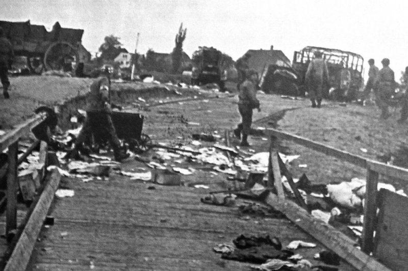 Американские войска на набережной Эльбы в Лоренцкирхе, после отступления немцев. 24 апреля 1945 г.