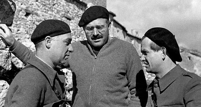 Эрнест Хемингуэй в Испании. 1937 г.