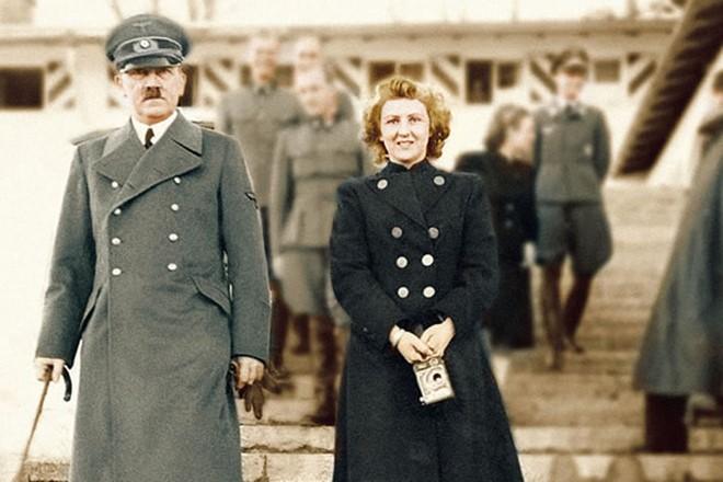 Адольф Гитлер и Ева Браун в день свадьбы. 29.апреля 1945 г.
