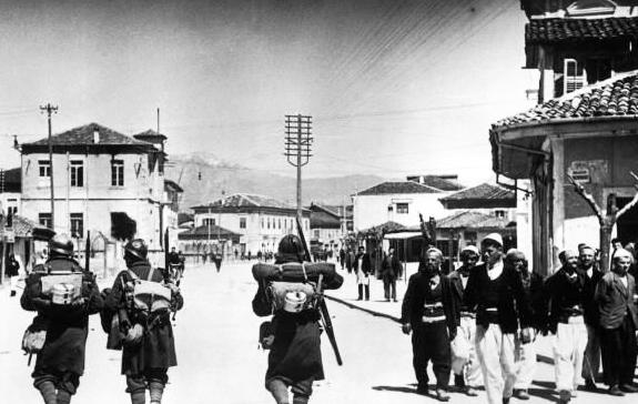Итальянские солдаты в Дурресе. 7 апреля 1939 г.