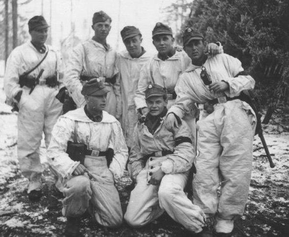 Стрелки из 6-й горнострелковой дивизии СС «Норд».