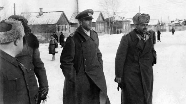 Командующий 6-й армией Вермахта фельдмаршал Фридрих Паулюс в плену.