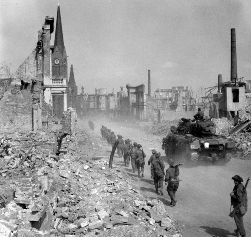 3-я пехотная дивизия Британской армии входит в Бремен.