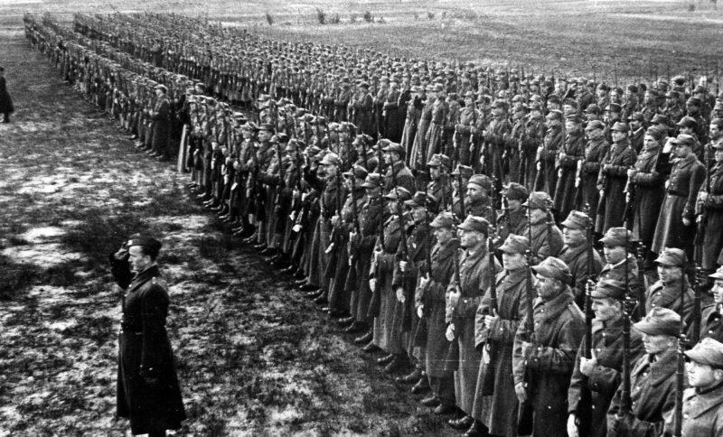 «Армия Андерса» перед убытием из СССР на помощь англичанам. 1942 г.