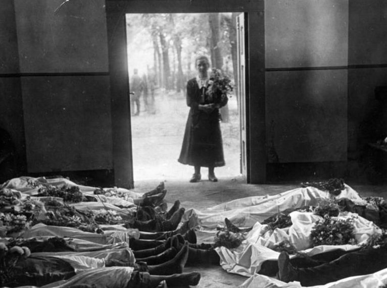 Фотография с немецкой прессы с убитыми фольскдойче. 5 сентября 1939 года.