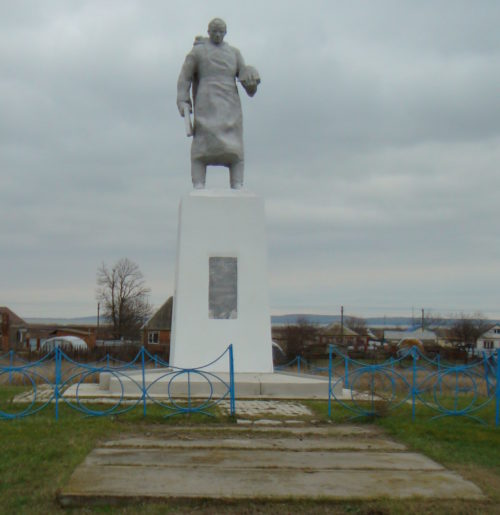 ст-ца. Ахтанизовская Темрюкского р-на. Памятник, установленный на братской могиле, в которой похоронено 70 советских воинов, погибших в боях с фашистскими захватчиками.