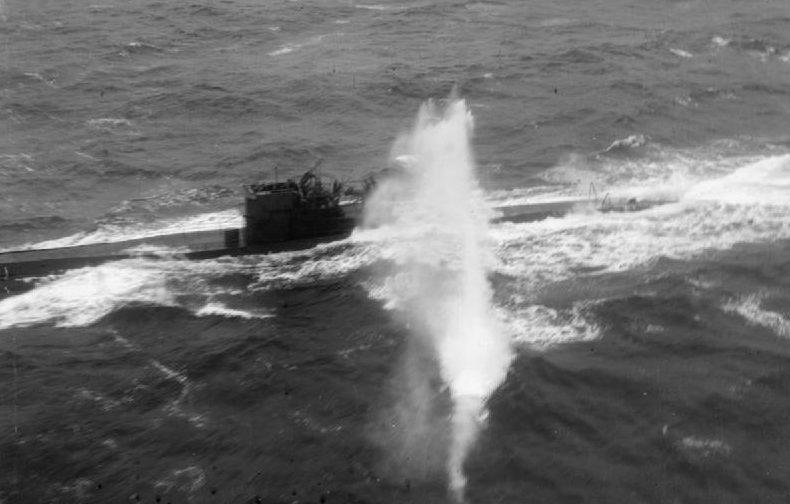Атака на немецкую подлодку в Арктике.