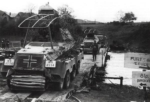Бронеавтомобили Вермахта преодолевают водную преграду. Бельгия, май 1940 года.
