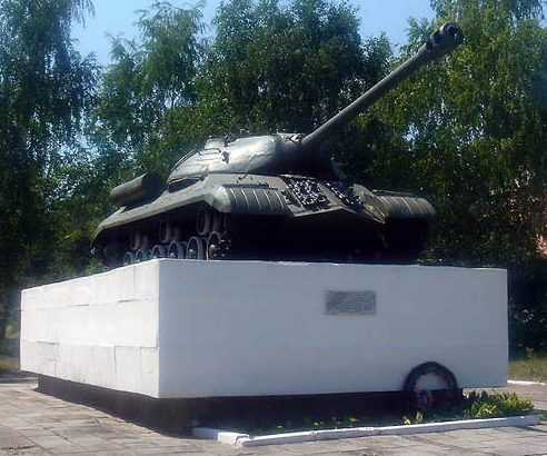 х. Белый Темрюкского р-на. Памятник-танк, установленный в честь жителей хутора, внесших свой вклад в строительство танковой колонны «Советская Кубань».