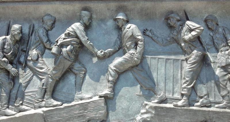 Мемориальная доска в Национальном мемориале Второй мировой войны в Вашингтоне.