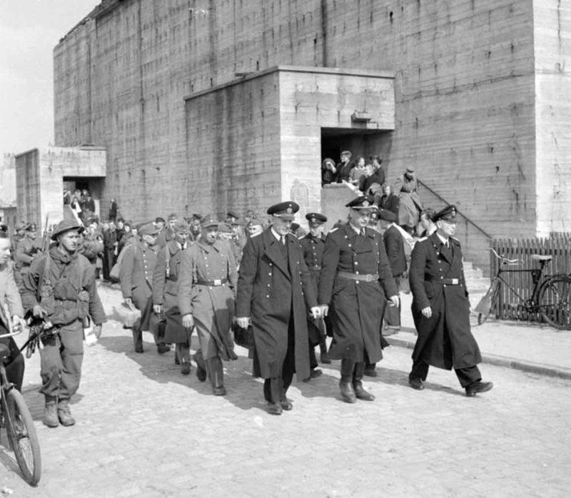 Капитуляция гарнизона базы подводных лодок. 11 мая 1945 г.