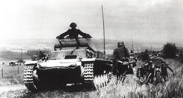 Немецкие танки во Франции. Май 1940 года.