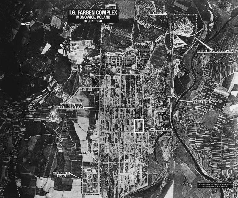 Аэрофотосъемка лагеря в Мановиц, относящегося к «Аушвиц III».