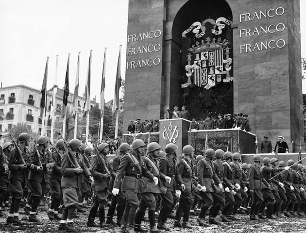Франко на параде победы в Мадриде. 1939 г.