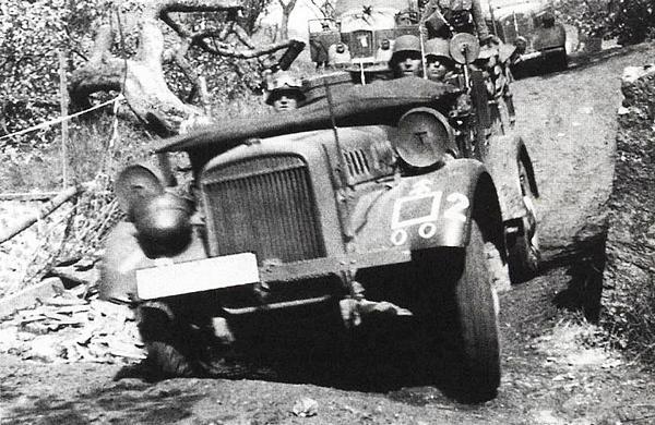 Колонна машин Вермахта в районе Седана. Франция, май 1940 года.