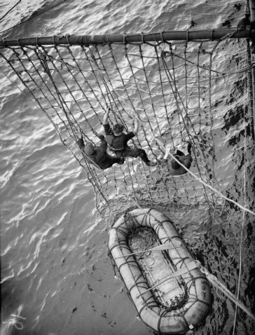 Тренировка моряков спасательного судна. 1940 г.