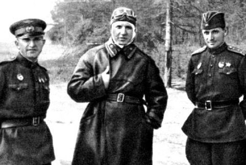 Советские добровольцы в Китае. Слева направо: А.А. Шумейко, Ф.П. Полынин, Г.А. Иванов.