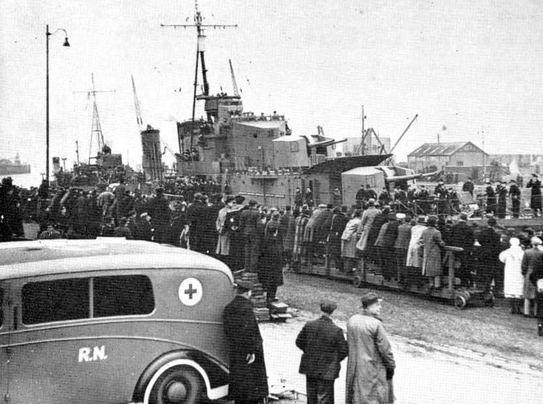 Эсминец «Cossack» возвращается в порт Лейт. Февраль 1940 г.