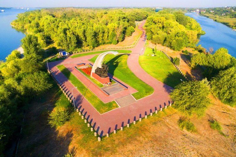 Вид на мемориал с высоты.