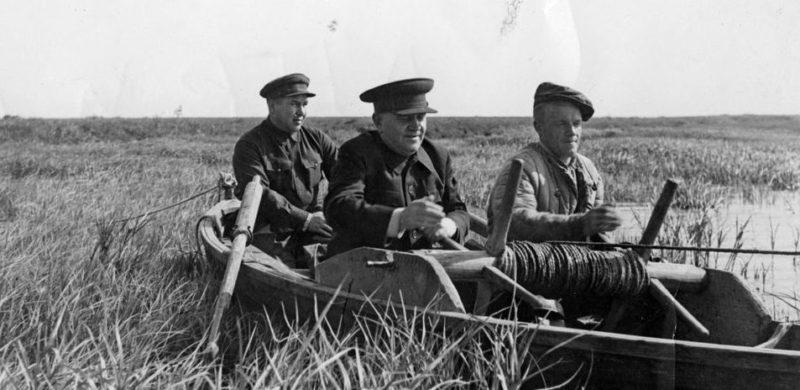 Хрулев на рыбалке. 1939 г.