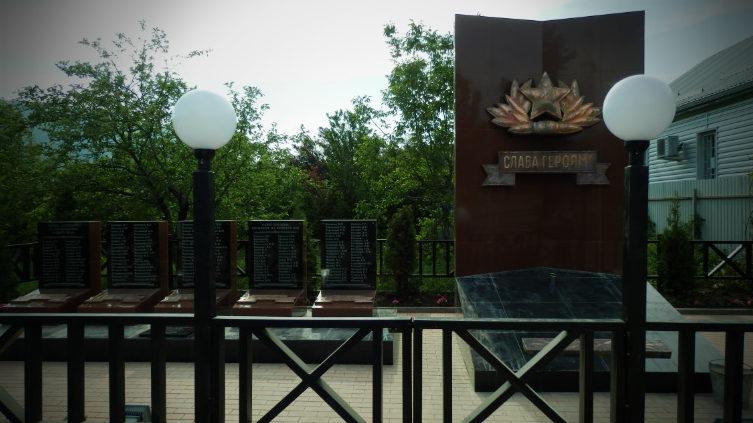 с. Молдавановка Туапсинского р-на. Памятник, установленный на братской могиле советских воинов.
