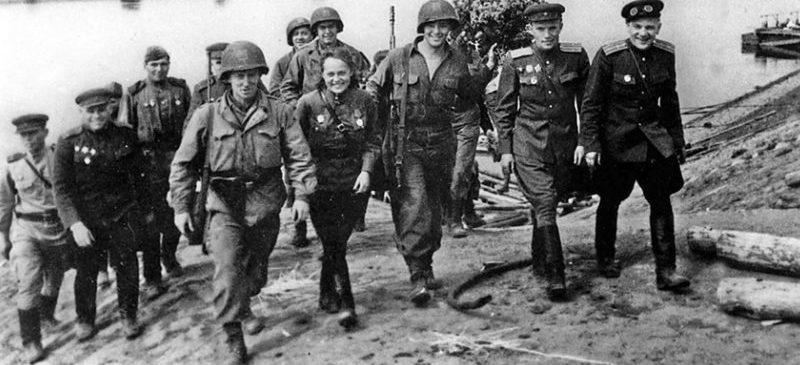 Американцы на советской стороне Эльбы. 25 апреля 1945 г.