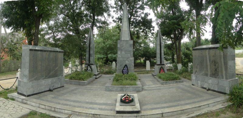 ст-ца. Голубицкая Темрюкского р-на. Мемориал по улице Школьной, установленный на братской могиле участников Голубицкого десанта.