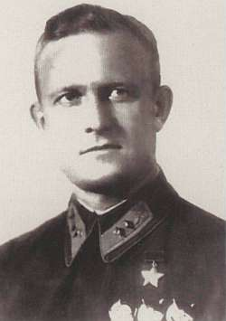 Командир бомбардировочной авиагруппы Т.Т. Хрюкин.