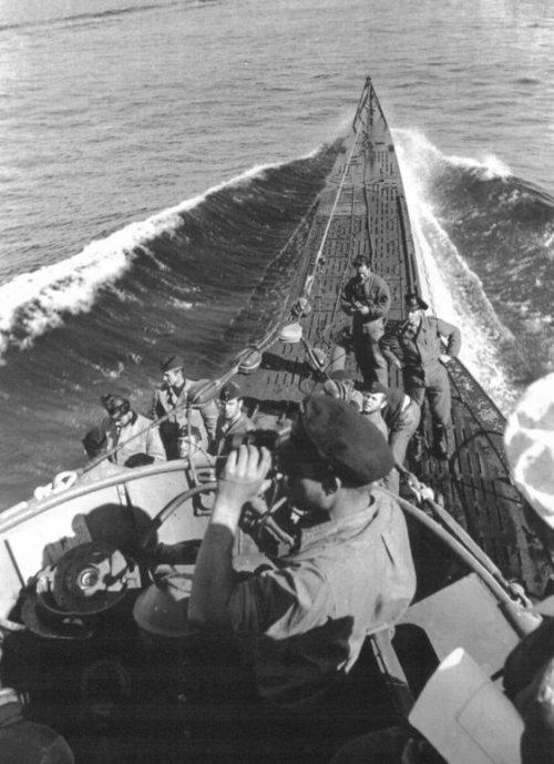 Немецкая подлодка «U-100» возвращается из похода в Лорьян. Сентябрь 1940 г.