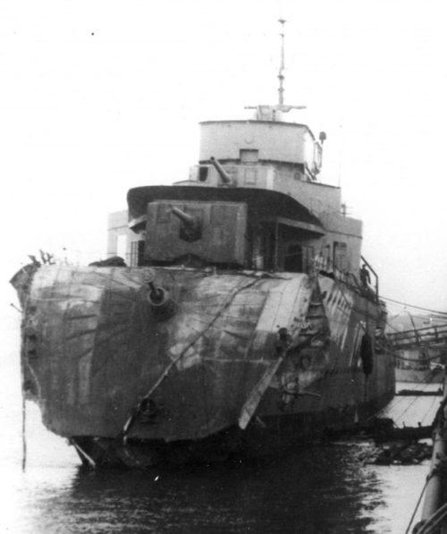 Канадский эсминец «Saguenay», поврежденный торпедой с итальянской подводной лодки «Argo». Декабрь 1940 г.