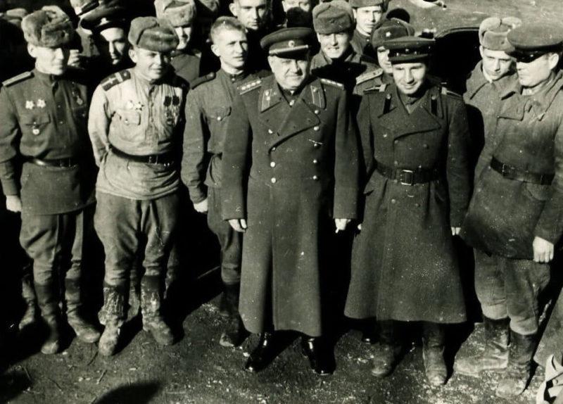 Генерал армии А.В. Хрулев во время посещения гарнизона в Австрии. 1946 г.