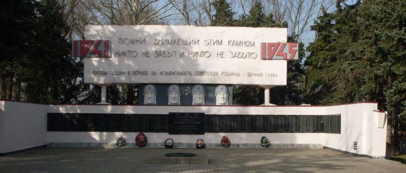 ст-ца. Курчанская Темрюкского р-на. Памятник, по улице Красной установленный на братской могиле, в которой похоронено 837 советских воинов.