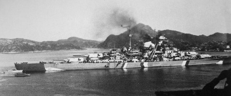 Немецкий линкор «Бисмарк» на стоянке в проливе Корс-фьорд. Май 1941 г.