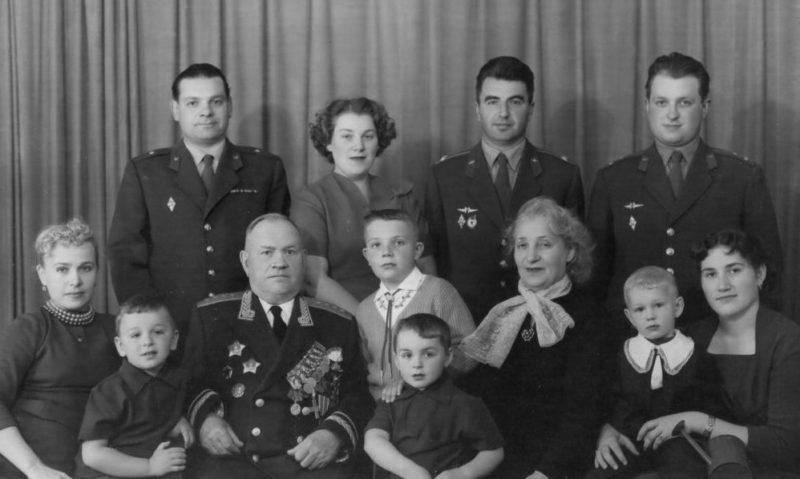 Хрулев с семьей. 1960 г.