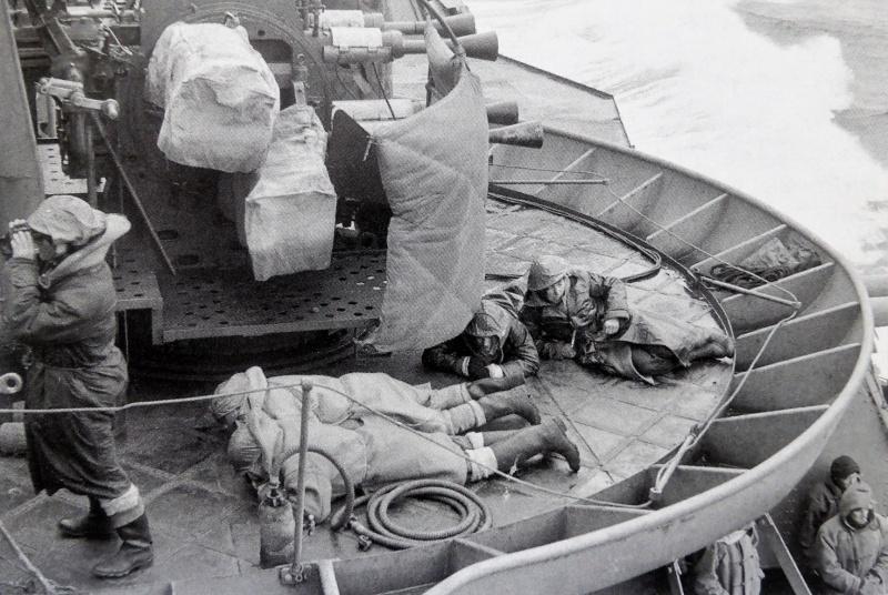Зенитчики британского тяжелого крейсера «Suffolk», преследующего немецкий линкор «Бисмарк». Май 1941 г.