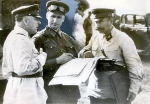 Ворошилов К.Е., Буденный С.М. и Соколовский В.Д. на учениях Московского военного округа. 1938 г.