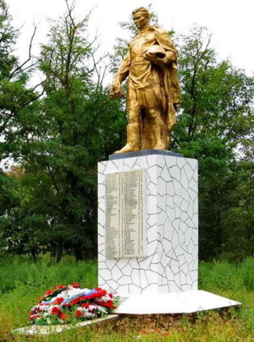х. Иловайский Зимовниковского р-на. Братская могила советских воинов, погибших при освобождении хутора от немецко-фашистских захватчиков.