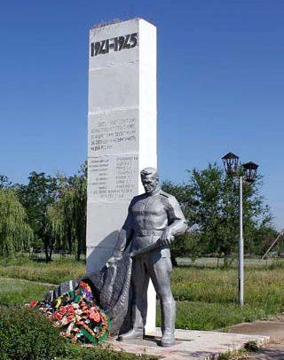х. Камышев Зимовниковского р-на. Братская могила советских воинов.