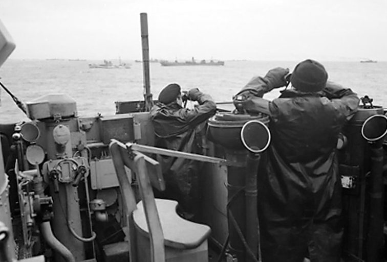 Сопровождение эсминцем конвоя кораблей. Октябрь 1941 г.