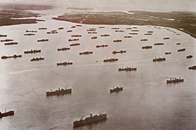 Суда союзного конвоя в гавани Бедфорд-Бейсин в Галифаксе. Декабрь 1941 г.