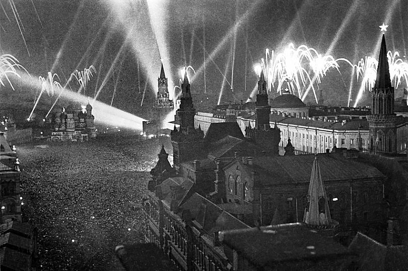 Салют в Москве 9 мая 1945 г.