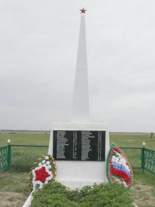 х. Спорный Веселовского р-на. Памятник, установленный на братской могиле, в которой похоронено 75 советских воинов, погибших при освобождении хутора в январе 1943 года.