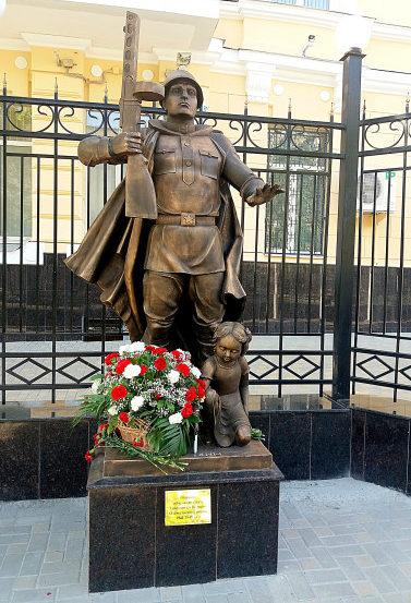 г. Ростов-на-Дону. Монумент воинам-северокавказцам, участникам войны был установлен на улице Пушкинской.